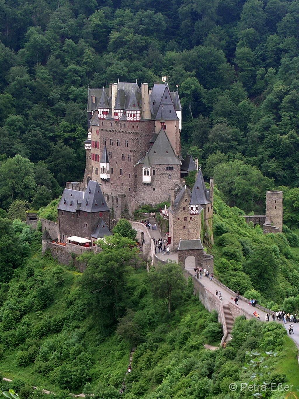 Burg Eltz im Jahr 2006