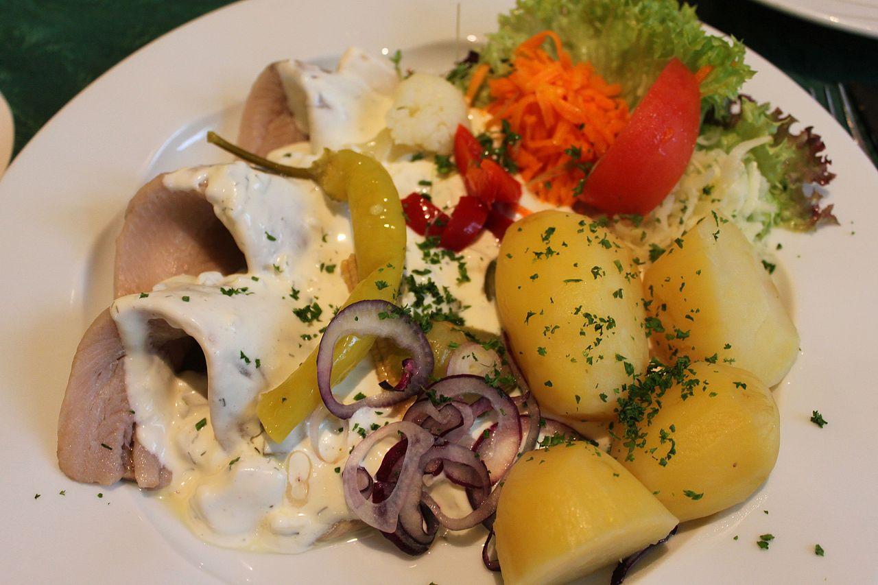 © Wikipedia, Benreis, Drei Matjes filets mit Sahnesoße